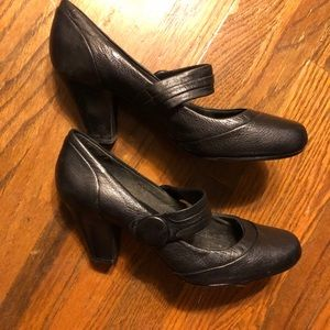 Clark's Mary Jane Leather Heels Size 10